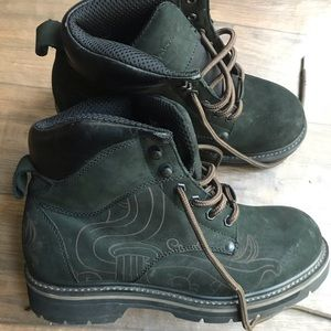 Boots color Green, size 8.5
